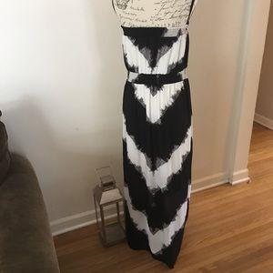 Mossimo black and white maxi dress